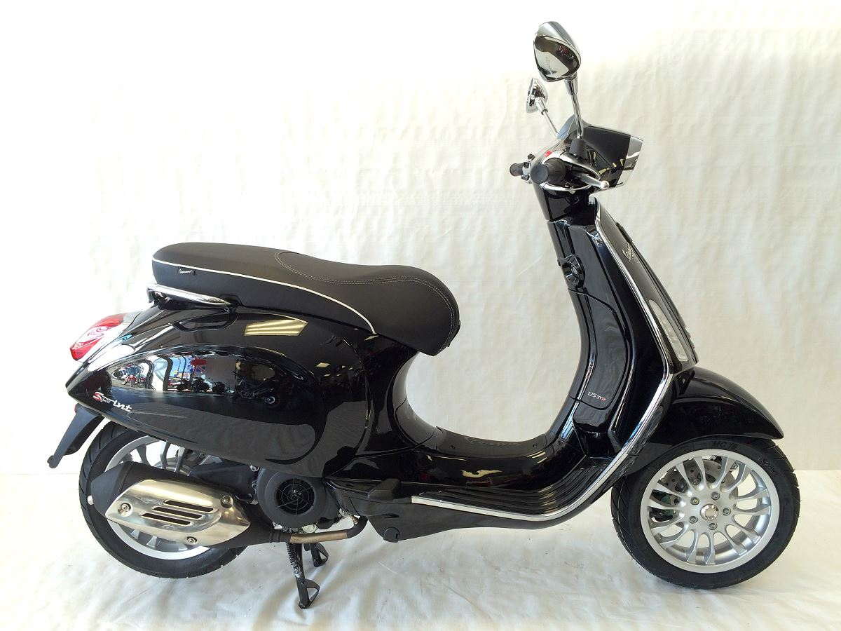 vespa sprint 150 ride with style 2017 cyclespot. Black Bedroom Furniture Sets. Home Design Ideas