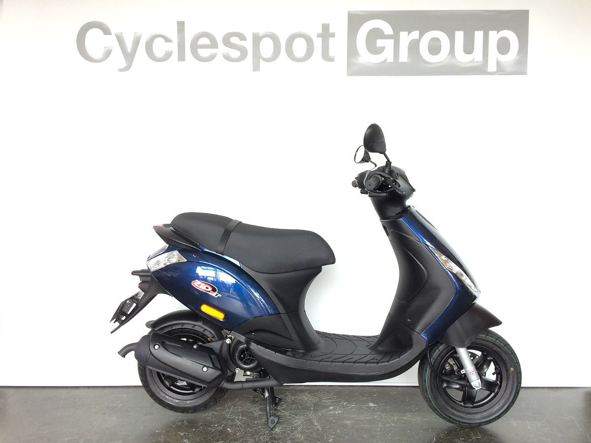 piaggio zip 50 2t ride on a car licence 2017 cyclespot new and used bmw ktm ducati. Black Bedroom Furniture Sets. Home Design Ideas