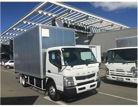 Mitsubishi Fuso 3.o Tonne Box with UB tail lift 2014